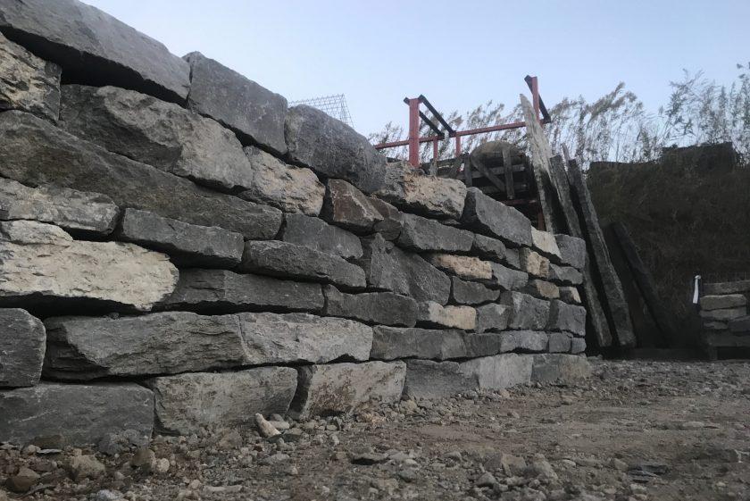 石積み修行。